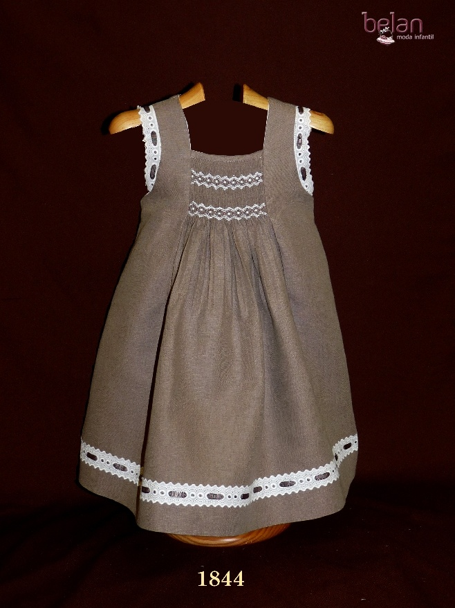 I really like the smocking just in the front.... but with sleeves.