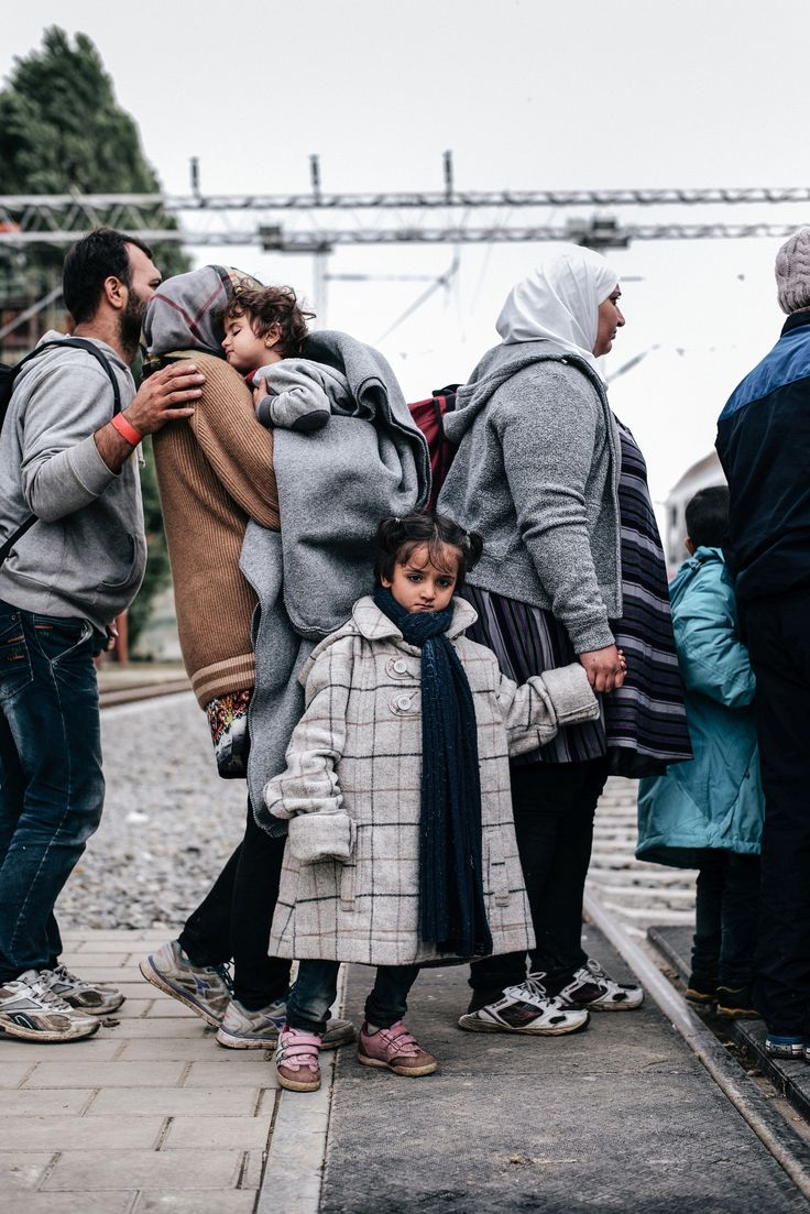 Far from Home  | In this lesson, students explore images of Syrian refugees migrating through Europe and discuss cultural displacement and the impact of photography.