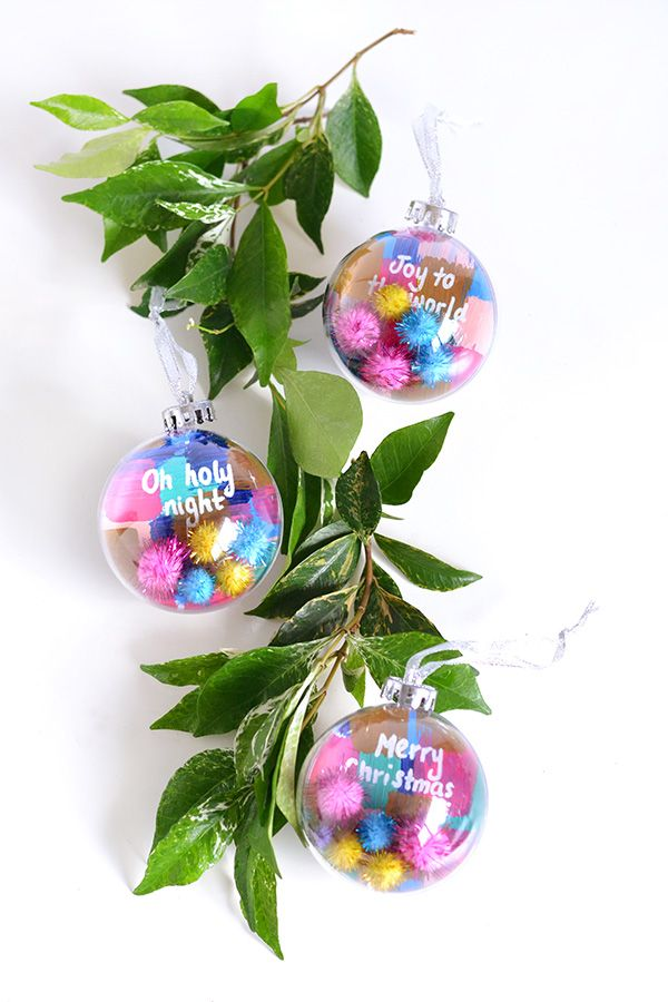 HOLIDAY | DIY colourful pom pom Christmas baubles