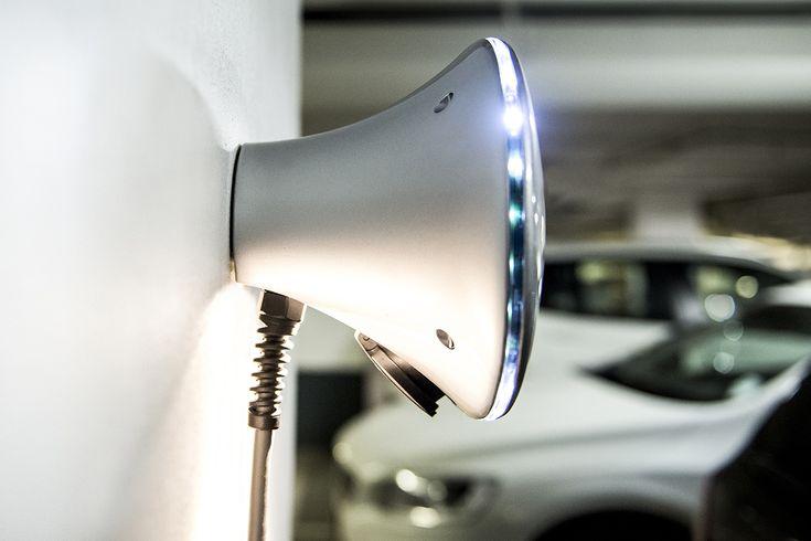 Halo:  fase 1 16 ampère (3,6 kW)  785,29 incl.  Winkelwagen laadvoorzieningen | EV Company  Subtotaal€649,00 BTW€136,29 Totaal€785,29   De HALO laadpaal is de slimste laadpaal voor thuis, op kantoor of semi publieke ruimtes voor uw elektrische auto, wilt een een offerte voor uw laadpaal