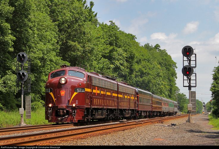 RailPictures.Net Photo: PRR 5711 Pennsylvania Railroad EMD E8(A) at Edison, New Jersey by Christopher Blaszczyk