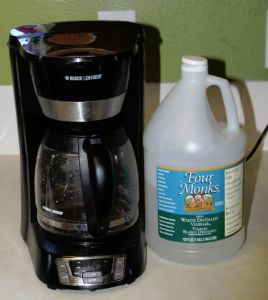How to clean your coffee maker -1. Pour 4 cups of white vinegar into resevoir Let stand for 30 minutes Turn on coffee maker and run vinegar through the machine I then run t 2-3 cycles of water until the vinegar smell is gone 2. Wipe off the machine and cords 3. If your coffee machine parts are washable run them through the dishwasher