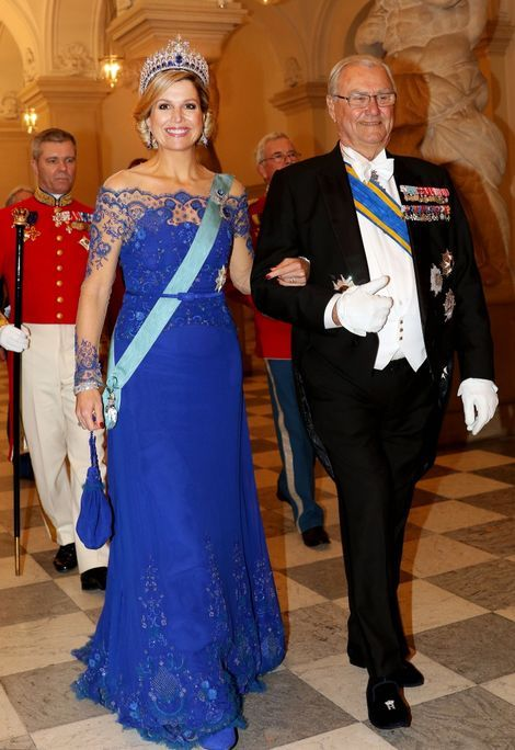 Máxima in de koningsblauwe inhuldigingsjurk tijdens het Staatsbanket