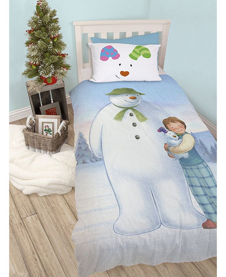 This official reversible The Snowman and the Snowdog Single Duvet Cover Set has two enchanting designs to choose from. Free UK delivery available.