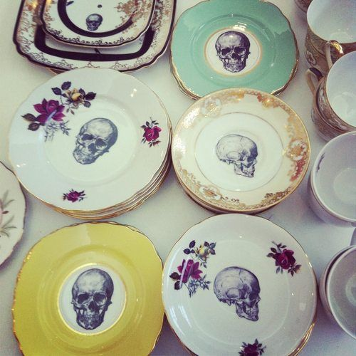 O M G  LOOK AT THESE PLATES!!!!Dinner, Kitchens, Bones China, Vintage Plates, Skull Plates, Vintage China, Teas Sets, Teas Parties, Halloween