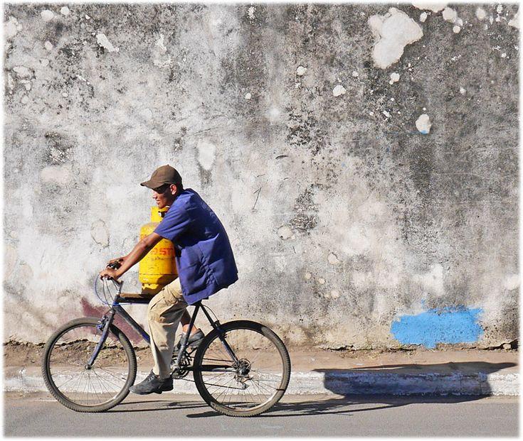 Man with gas bottle - Catarina, Masaya - Nicaragua