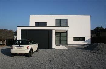 Strakke woning met voorliggende garage