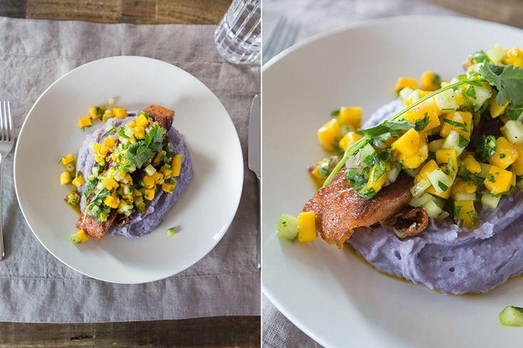 Лосось на гриле с фиолетовым пюре и сальсой с манго/Grilled salmon with purple puree and mango salsa