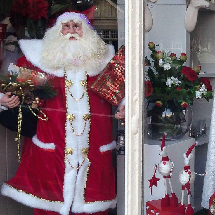 Christmas Window at Design Inn