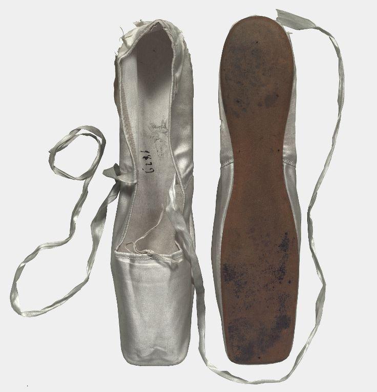 Dance shoes worn by Marie Taglioni, 1829 (Coll. Taglioni, NMI, Den Haag)