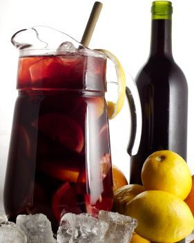 Spanish-Sangria-Recipes.  Its that time of year.  I love this on a perfect crisp spring-summer day with some light food. Sooo good!