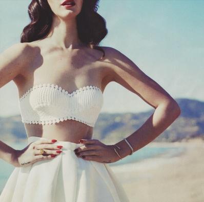 crop top. summer white.