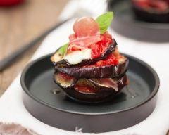 Mille-feuilles aubergine, mozzarella, tomates et jambon de Parme