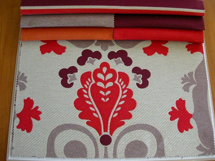 Keleti mintás, csíkos és egyszínű szövött bútorszövet, 280 cm (dupla) széles. Szín: bézs–narancs–piros–lila