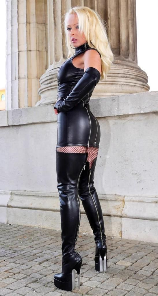 maitresse dominatrice scato fille sexy sous vetement