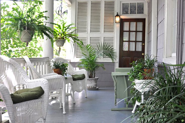 There's no better way to enjoy the true charm of the South than visiting the low country of Charleston, South Carolina. But to really get the most out of your trip to the tip of the United States, step outside of the typical hotels and let yourself indulge in some luxury — and some history. These gorgeous bed and breakfasts, all located in historic downtown Charleston — will make you feel like you traveled a few hundred years back in time, at least for a weekend, anyway.