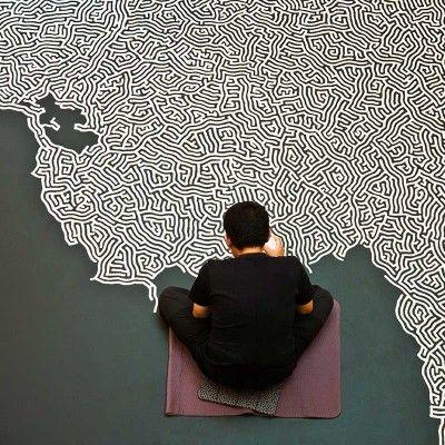 L'artiste japonais Motoi Yamamoto crée de superbes installations avec un ingrédient simple: le sel. Avec minutie, patience et précision, il réalise des motifs complexes sous forme de labyrinthes, de dédales et de sculptures monumentales.