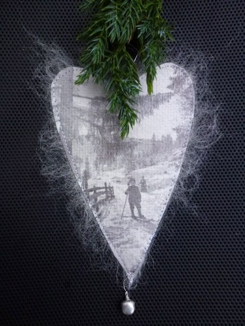 Paperheart(mulberrypaper,wool).made by UNNI HOFF