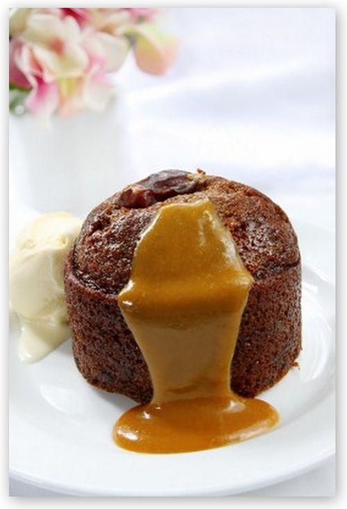 Savoureux de délicieux gâteaux au chocolat avec le coeur coulant au caramel au beurre salé et un pointe de chocolat au lait ! Un dessert rapide et très facile à réaliser !