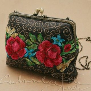 "Purse ""Summer"" IV embroidery file. Embroidered purses are hot. Use this motif to make yor own. Use 6.7"" purse frame to get similar result."