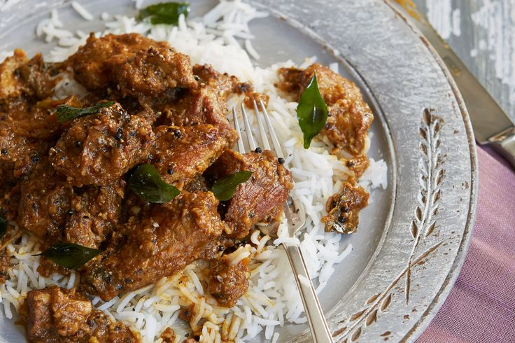 Looking for a simple slow-cooker curry recipe? This slow cooker roasted spice pork curry by TV chef Anjum Anand is just the ticket…