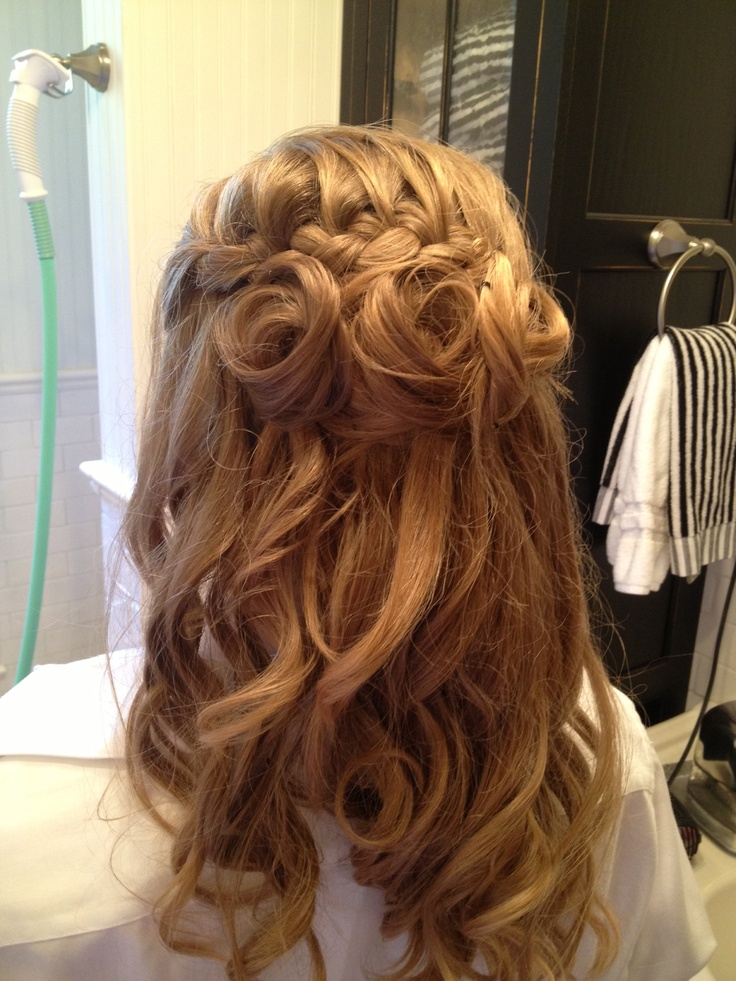 Bridesmaid hair style! I love it! Shouldn't have cut my hair last year:(