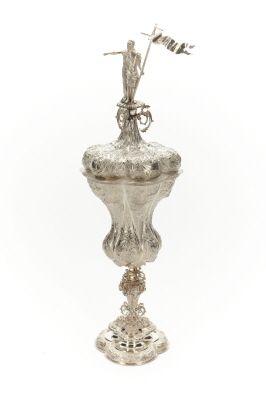 Pokal av silver med Johannes Döparen på locket.