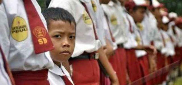 "Membaiknya Kualitas Pendidikan Menjadi Harapan Besar DPR Ditahun 2017  Wakil Ketua Komisi X DPR A Fikri Faqih berharap kualitas pendidikan Indonesia di tahun 2017 membaik khususnya disampaikan kepada Kementerian Pendidikan dan Kebudayaan yang memiliki tupoksi merumuskan kebijakan sedari dini yaitu Wajib Belajar 12 tahun. ""Kemendikbud memiliki beban berat karena di usia SD hingga SMA/SMK adalah masa emas seorang siswa tersebut dididik"" kata Fikri di Jakarta Rabu. Dia mengatakan jika kualitas…"