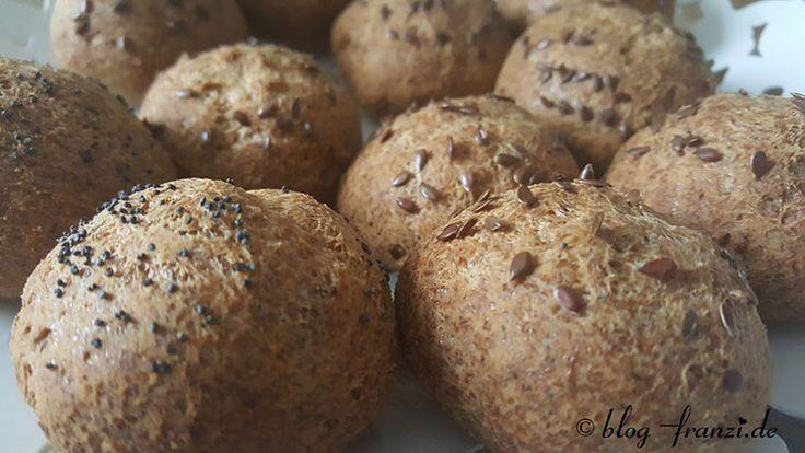 Programm 21 Rezept Brötchenersatz Brötchen mit Sojamehl Glutenfreie Brötchen backen Eiweißbrötchen Proteinreiches Frühstück Kalorienarme Brötchen Foodblog