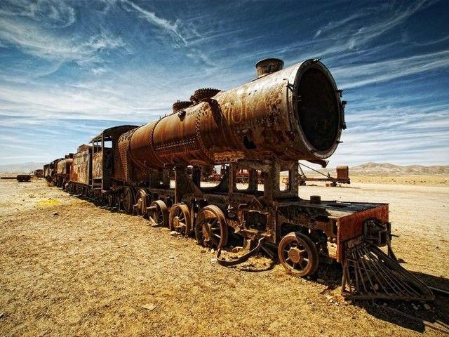 Une épave de train abandonnée en plein milieu du désert, Bolivie