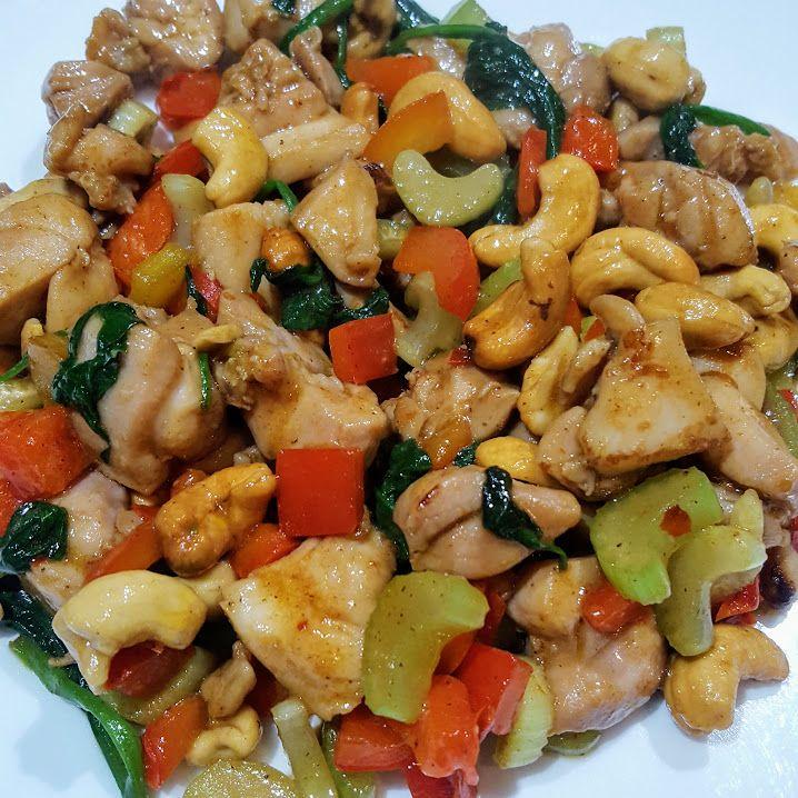Een makkelijke snelle en gezonde maaltijd waar je veel groente in kwijt kunt. De enige voorbereiding die het vergt is het marineren van de kip.