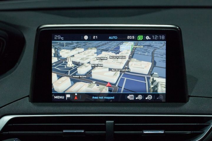 A new large 8'' touchscreen tablet is set against the middle of the instrument panel and comes with interactive technology for increased responsiveness and practicality.