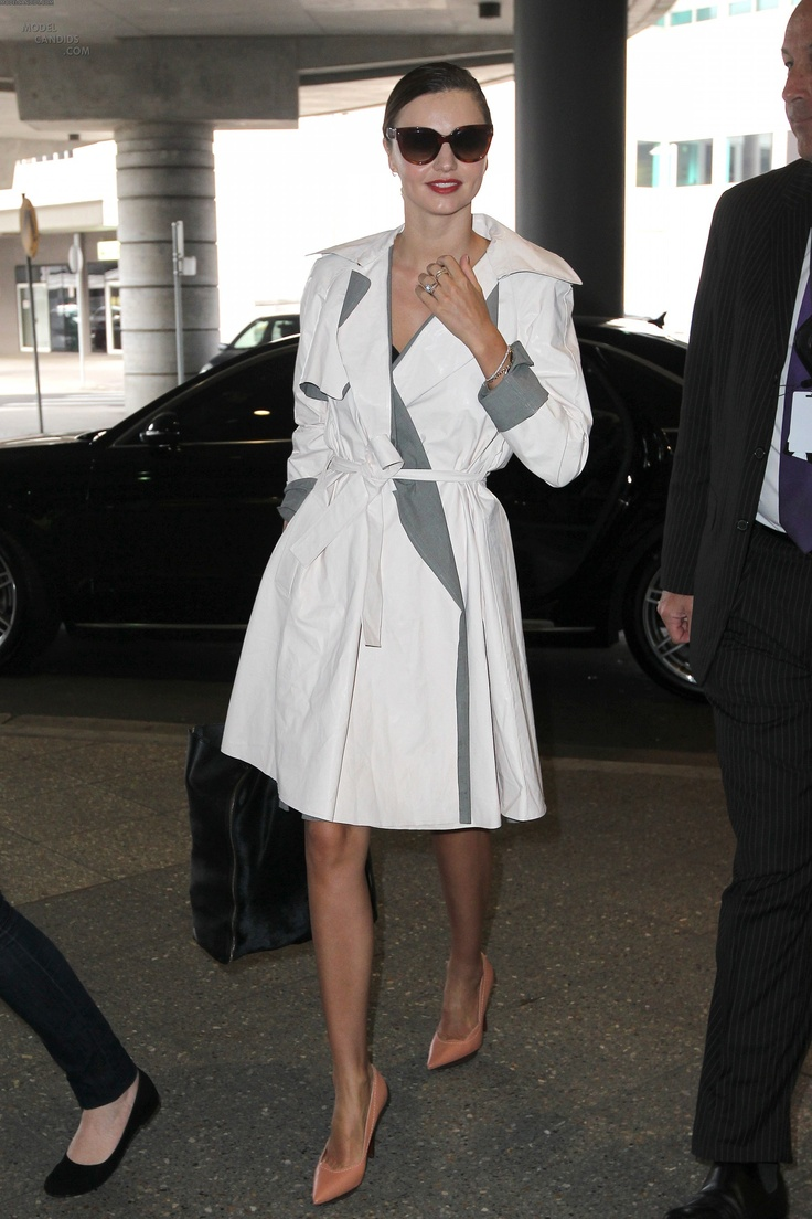 Miranda Kerr Departs from Sydney Airport, Get Chauffeured