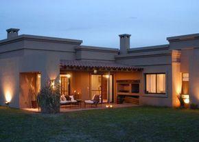 Galería de casa estilo actual por Francisco Marconi & Arquitectos Asociados. www.PortaldeArquitectos.com #casascolonialesespañolas