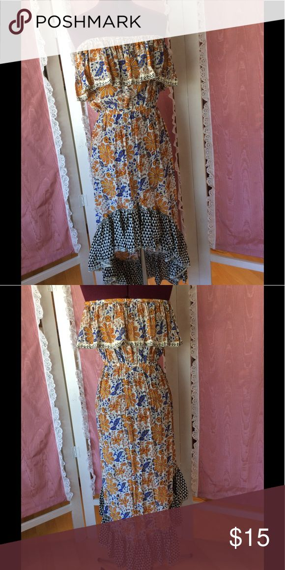 Fun summer hi low maxi dress.👠 Great dress with hi low hem and fun prints. Strapless with upper ruffle. Dresses Maxi