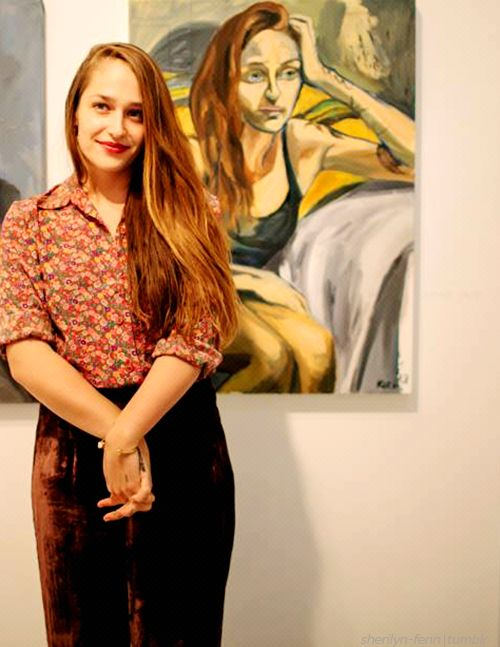 Jemima Kirke a gorgeous model, an incredible painter and a very talented actor. Plus I wanna steal her wardrobe