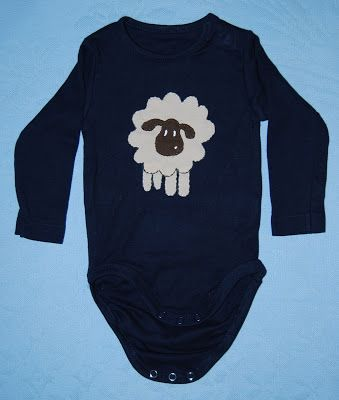 Baby´s bodysuit (3-6months). Materials: Reused fabric from old t-shirts.