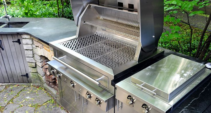 We just updated Chef Rick Bayless' outdoor kitchen with our new baby. The all-new Hybrid Fire Grills were redesigned from the inside out for even better performance on the inside and  new, beautiful look on the outside.