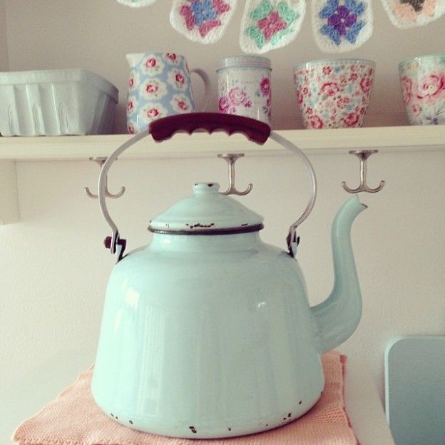 Vintage French enamel teapot ~ Love the vintage enamel ones!