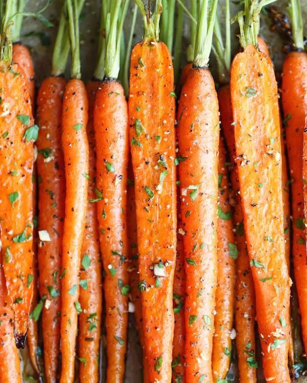 Garlic Roasted Carrots | 14 Easy Side Dishes For Chicken | Simple Yet Flavorful Recipe to make every meal more Delicious! Homemade Recipes : http://homemaderecipes.com/14-side-dishes-for-chicken/