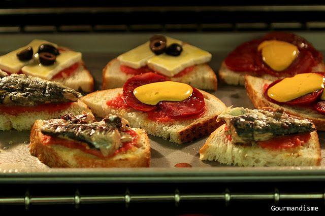 Tapas, azeitonas temperadas, jiló e tomate uva assados: Essas conservinhas são um trunfo em qualquer geladeira. Você pode preparar e deixar, em vidros bem fechados, por dias na geladeira! Se chegar uma ...