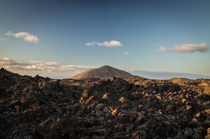 el cielo se une con un mar de lava, descubre un destino único: thesuites LANZAROTE Buenavista, eco & slow #lanzarote #canarias #volcanic #eco #slow #thesuites #nohotels
