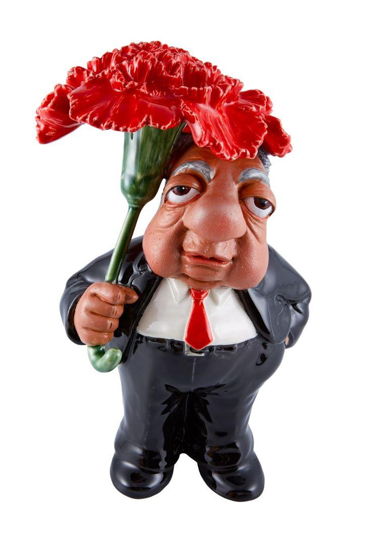 """Das cinco, Mário Soares é a figura que mais vezes foi desenhada por António. """"Pareceu-me que, tendo em conta a relação com o 25 de abril, o cravo dava um bom chapéu de chuva"""", diz António. Depois do Zé Povinho, chegaram """"Os Figurões"""" - Observador"""