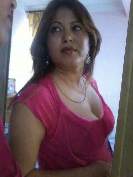 Aunty Showing boobs | Indian Aunties | Pinterest | India ...