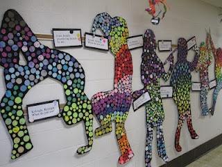Formidable idée pour décorer les corridors ou la classe lors de la rencontre des parents! Mosaïque de chaque élève grandeur nature!