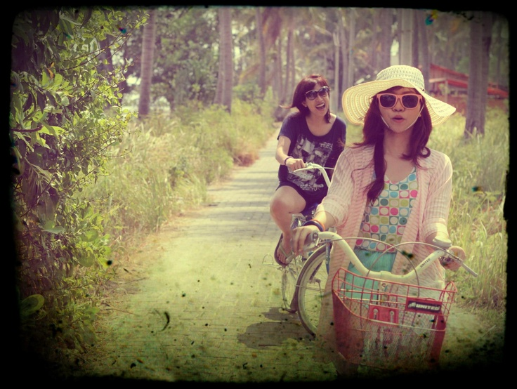 Nandana and Sarasvvati in Tidung Island, Kepulauan Seribu, Indonesia (Aug '12)  #photography #vacation