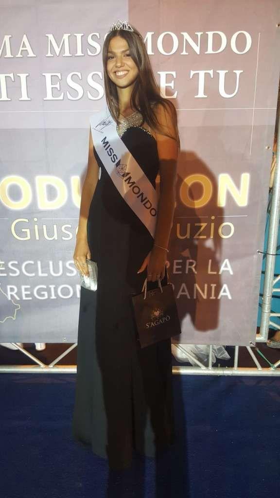 Erika Lamberti, appena 16 anni, alta 181 cm, sbanca la tappa di Miss Mondo a Piaggine a cura di Redazione - http://www.vivicasagiove.it/notizie/erika-lamberti-appena-16-anni-alta-181-cm-sbanca-la-tappa-miss-mondo-piaggine/