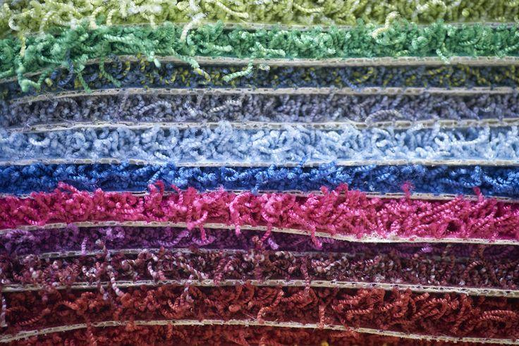 Vidste du, at HM Gardinbusser giver dig mulighed for at designe og sætte dit personlige præg på dit tæppe? Du kan selv vælge størrelse, type, farver og facon. Læs mere på vores hjemmeside: www.hmgardinbusser.dk