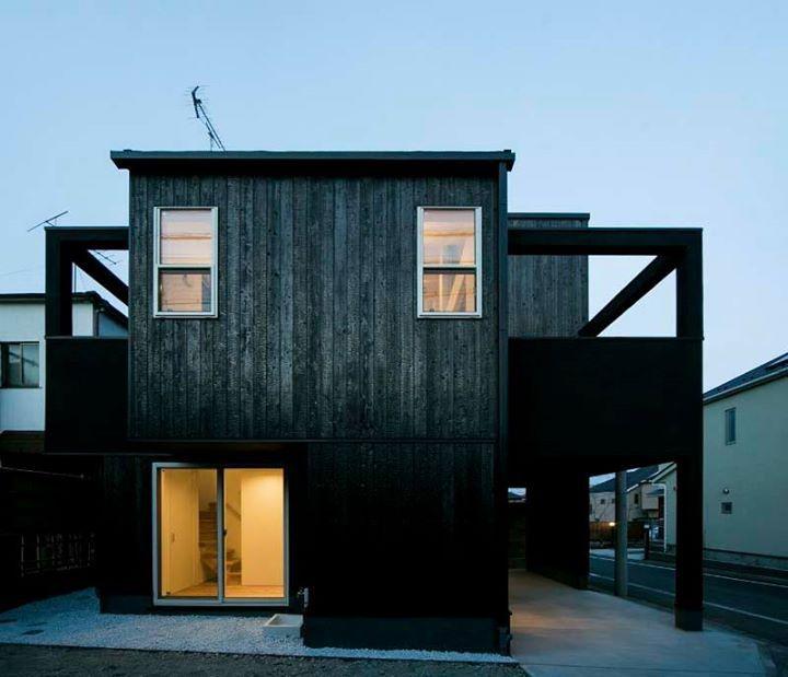 住家外觀跟著歲月沈澱韻味。 位於東京世田谷區這個二階木造 ...