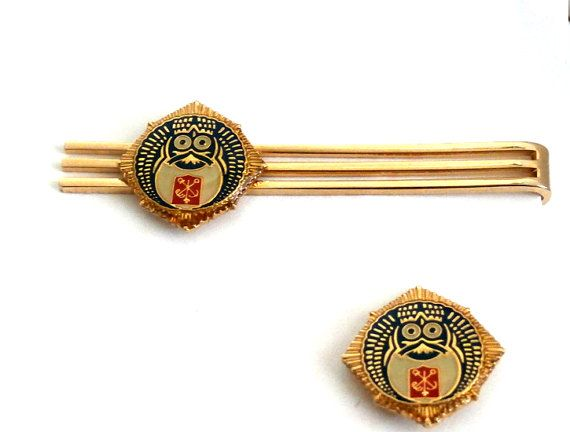 Mens Jewelry Matching Gold tone Lapel Pin and Tie Clip Set